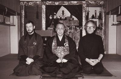 P. Johannes Kopp Hôun-ken mit Yamada Kôun Roshi im Zendo in Kamakura