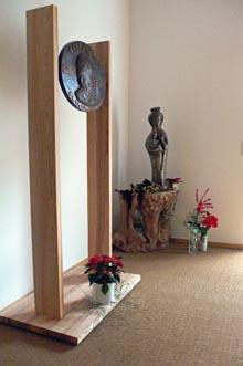 Relief von P. Lassalle im Zendo-Vorraum